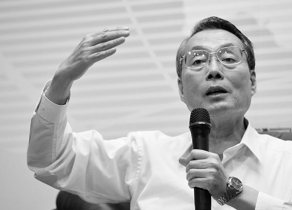 Can Acer founder Stan Shih steady the company