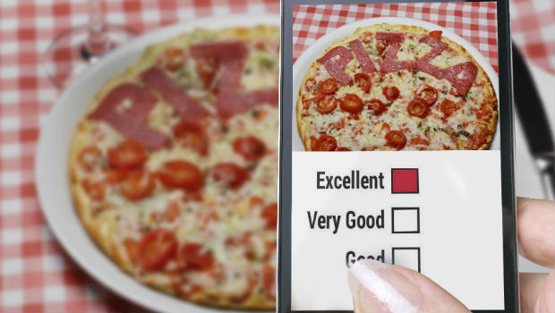 Pizza review on smartphone